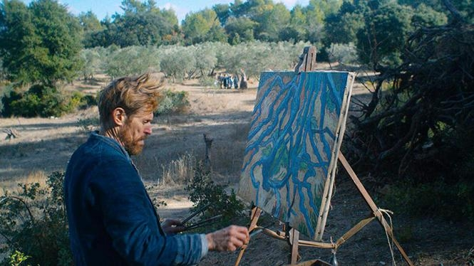 Een intense Willem Dafoe als Vincent van Gogh in At Eternity's Gate. © TNS